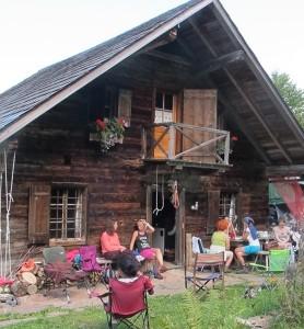 Hütte mit Gruppe