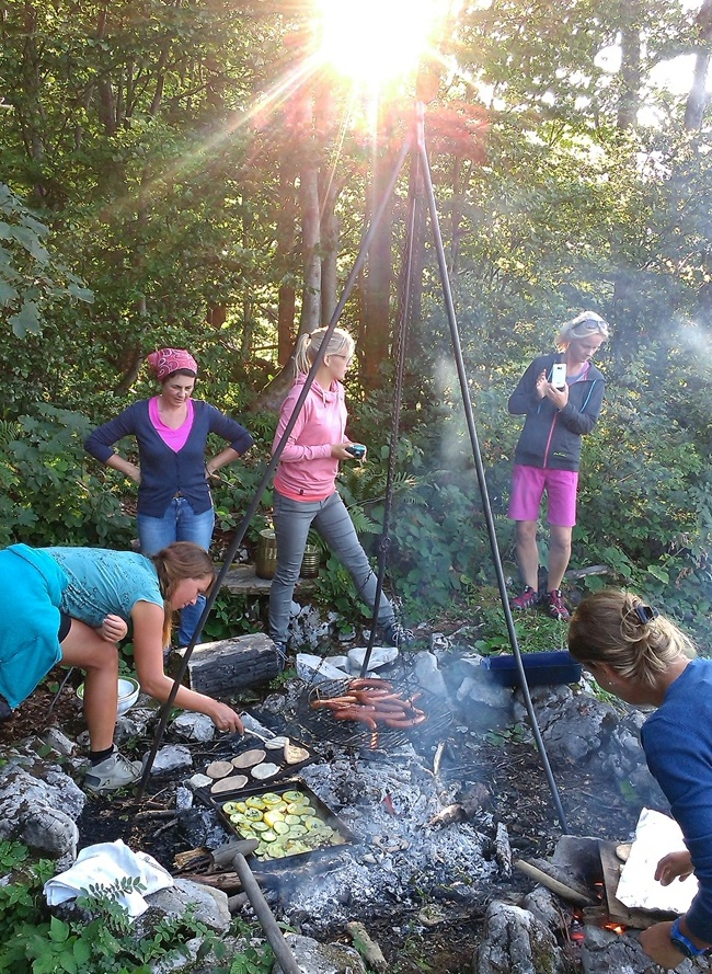 wilde weiber – wilde küche | frauencamp auf der almwildkräuterleben